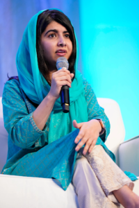 Malala en bleu